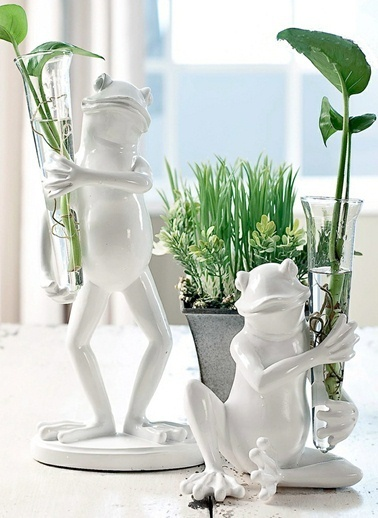 Warm Design Vazo Taşıyan Büyük Dekoratif Kurbağa Beyaz